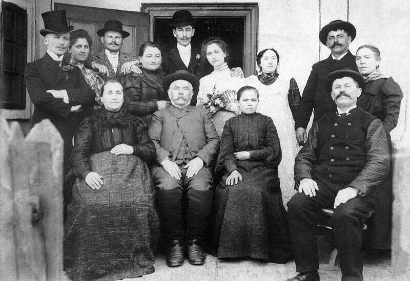 Módos gazda és családja 1907